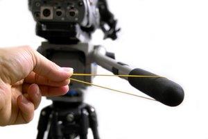 Bei filigranen Schwenkbewegungen hilft ein Gummiband, dass das Stativ von Ihrem Körper entkoppelt.