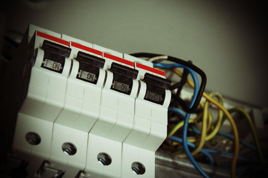 mit wieviel watt kann ich eine 16 ampere sicherung. Black Bedroom Furniture Sets. Home Design Ideas